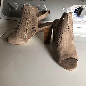 Suede tan sandals with heel